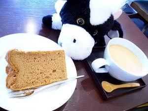 紅茶のシフォンケーキときなこミルクティーです。