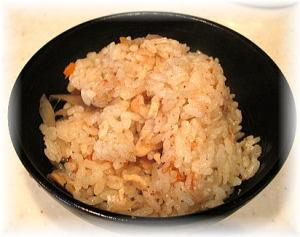 宇和島・遊子産の鯛を使った『鯛釜めし』の炊きあがり