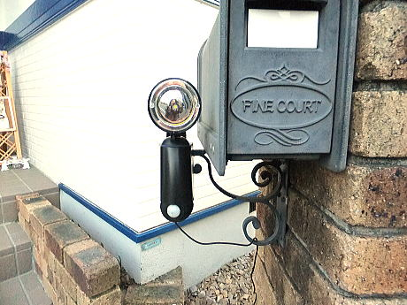 ソーラー発電式センサーライト
