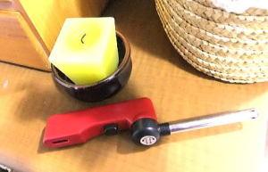 炎口部を180度開くと着火レバーが押せるライター