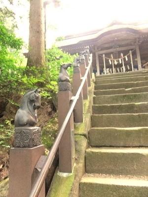 相馬中村神社・拝殿への階段脇の馬のオブジェ