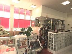 仙台市内にある『ドックカフェ BOWEYES』さんです。