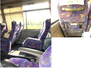 バスの席は自由に座れます。