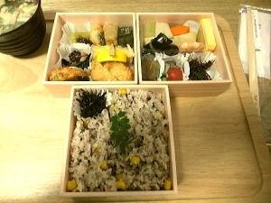 華弁当 2100円  3段弁当