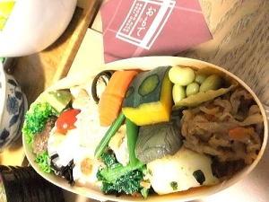 肴揃え  1300円~旬の野菜や豆腐で作る、約15種類以上の素材を使った一口サイズのお惣菜