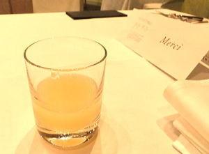 ウェルカムドリンク;スパークリングワインor 季節のフルーツジュース