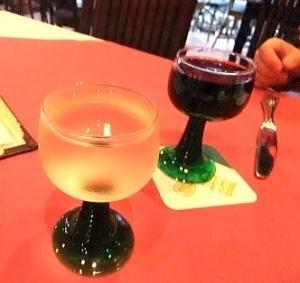 クーポンを使って無料のグラスワイン(赤と白)