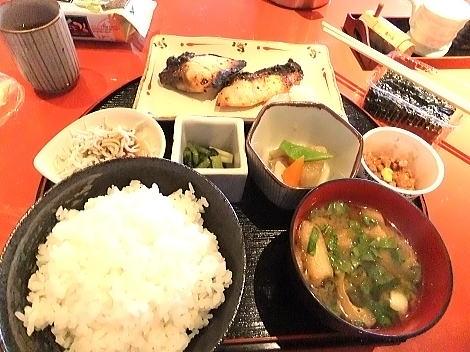 次の日の朝食もこちらで!焼き魚は昨日とは別な品に!