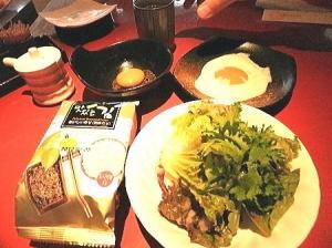 チョイ足しおかず;韓国海苔・目玉焼き・ミニサラダ・生卵
