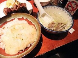 とろろご飯とゴロッと入っている牛たん入りスープ
