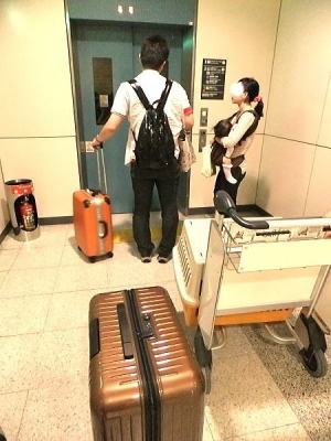 エレベーターを探してANAカウンターへ